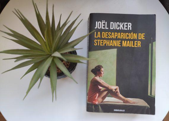 """""""La desaparición de Stephanie Mailer"""" de Jöel Dicker."""