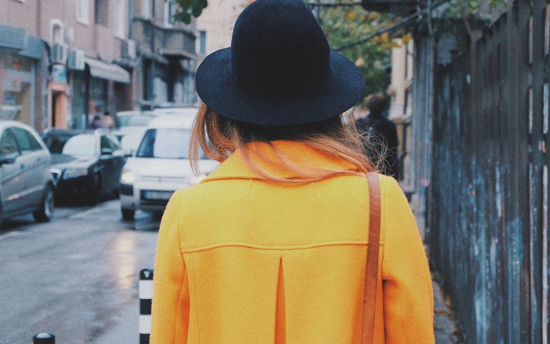 chica caminando